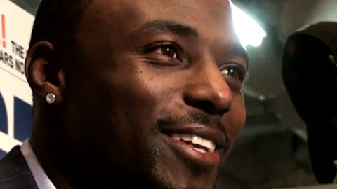 Santonio Holmes Bares It All In Shower Pic